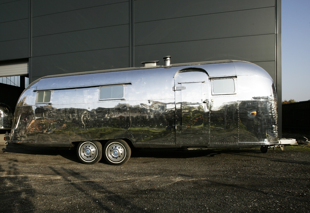 airstream 57 classic caravans in duisburg nrw. Black Bedroom Furniture Sets. Home Design Ideas