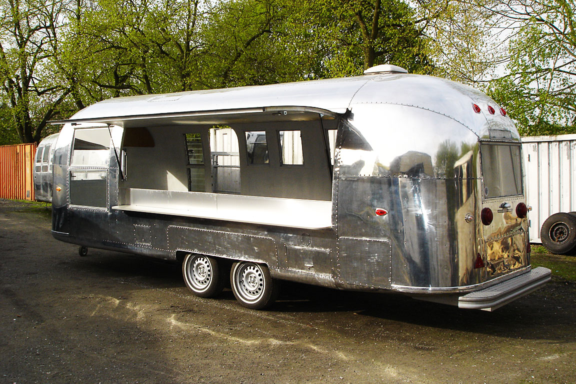 airstream umbau kaufen oder mieten bei classic caravans in duisburg nrw. Black Bedroom Furniture Sets. Home Design Ideas